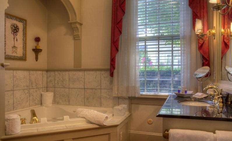 Courtyard Room - Bathroom
